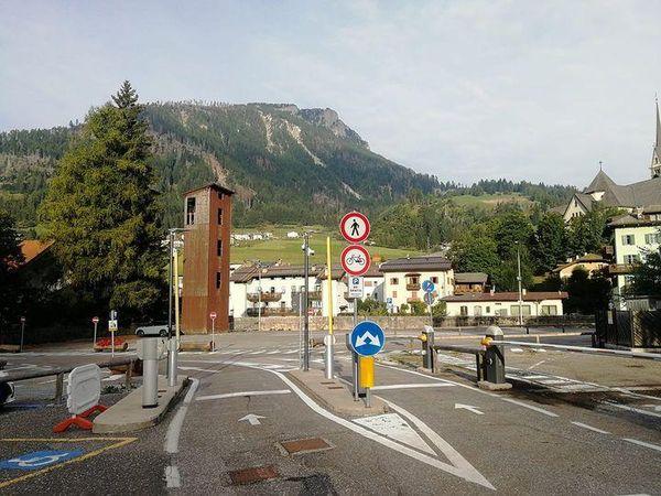 I turisti vanno via, il parcheggio Navalge di Moena torna gratis (ma solo fino a dicembre)