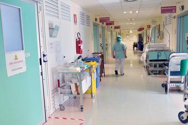 Focolaio Covid fra 23 anziani trentini in vacanza a Rimini, e un no-vax finisce in rianimazione