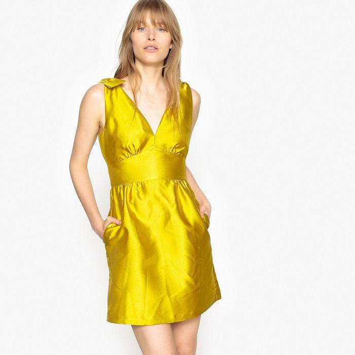 Φόρεμα με βαθύ V και φιόγκους