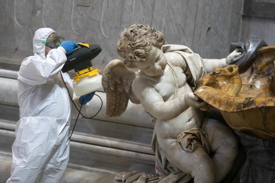 Riapre basilica San Pietro Papa celebra messa sulla tomba Giovanni Paolo