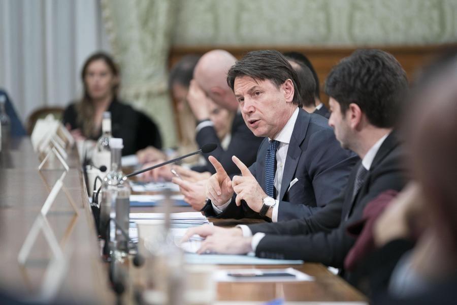 Consiglio dei ministri approva Family Act dalla paternità ù lunga all'assegno universale per figli