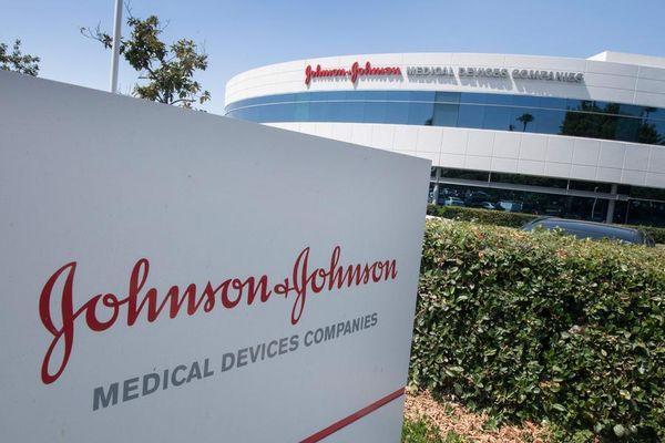 Il semaforo rosso sul vaccino di J&J rischia di mandare in frantumi la campagna vaccinale