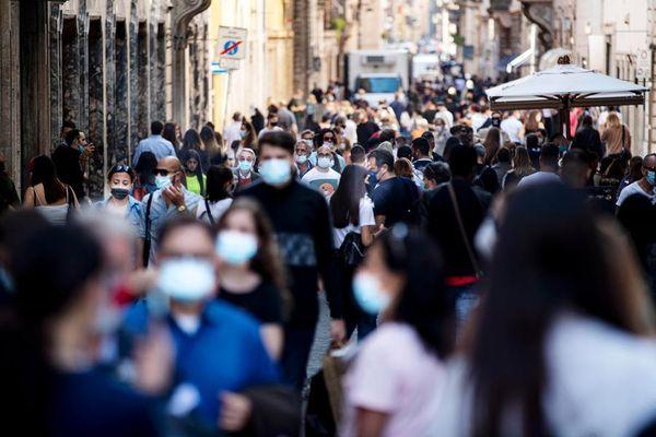 Covid, Italia quasi tutta bianca: stop per le mascherine all'aperto il 28 giugno o il 5 luglio