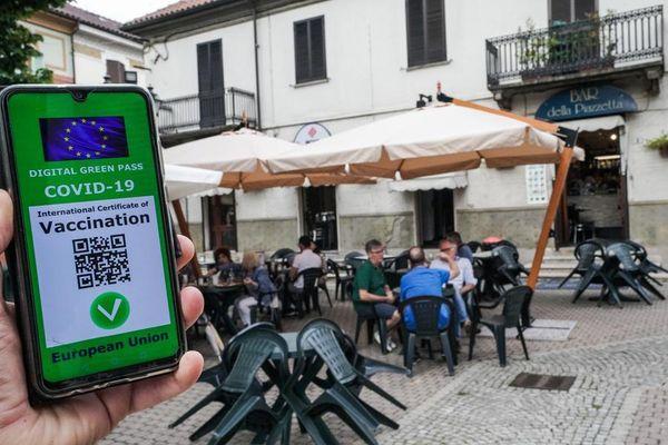 Dai viaggi a teatri e ristoranti: la vita con il Green Pass