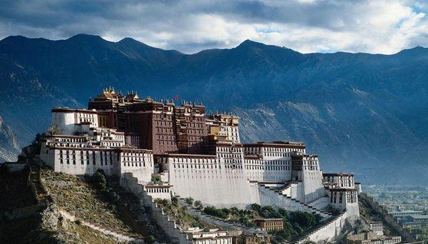 Cina, prima visita in Tibet di Xi Jinping