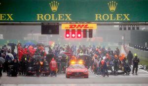 Formula1, Gp Belgio: partenza sospesa per pioggia battente