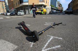 Cade in monopattino, 43enne grave a Milano