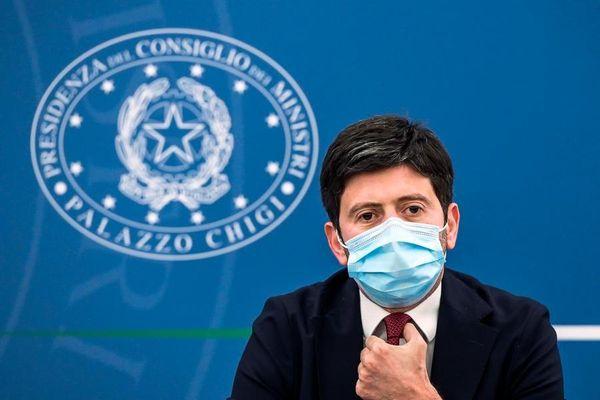 """Covid, Speranza: """"Lavoriamo perché l'Italia sia autonoma nella produzione dei vaccini"""""""