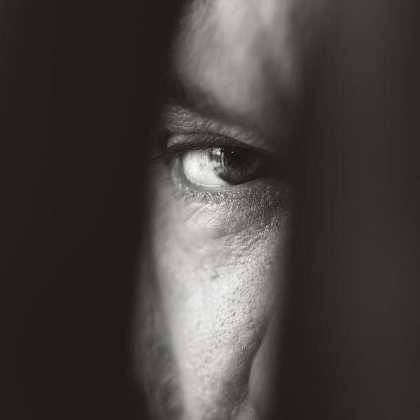 Eye-D, il libro di Anna Gabriel che mette a nudo le celebrità attraverso gli occhi