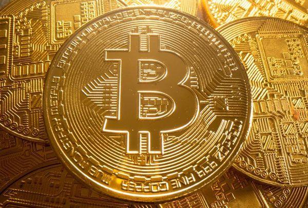 Bitcoin vola intorno al record di 65mila $ (USA dollars) spinta dalla Sec thumbnail