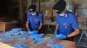 Tamponi anti Covid-19 alterati nell'opificio abusivo, maxi sequestro e 3 denunce in provincia di Roma.