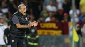 Salernitana-Roma, la moglie di Castori colta da malore allo stadio durante la partita: il tecnico corre in ospedale