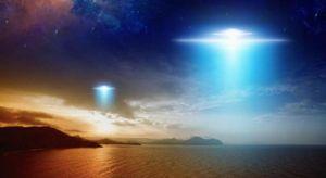 «Gli alieni modificano le luci delle stelle per inviare messaggi»: la rivelazione di un fisico di Londra