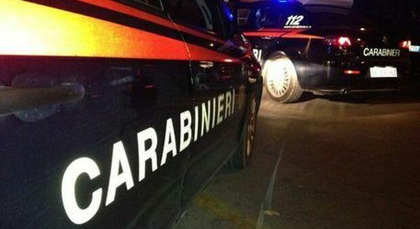 Spara alla moglie e al cane, poi si toglie la vita: omicidio-suicidio in provincia di Torino
