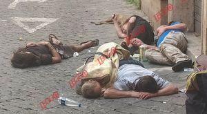 Roma, clochard deceduto spunta la foto choc: «Stavano così tutti i giorni, a nulla sono valsi i nostri appelli»