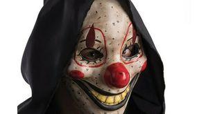Roma, rapina una donna con una maschera da clown ma viene riconosciuto e arrestato