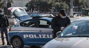 Milano, blitz della polizia in una casa e in un capannone occupato abusivamente: insulti agli agenti
