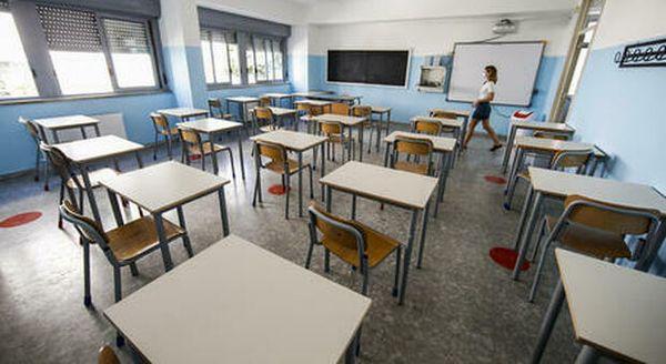 Sardegna, genitori positivi al covid mandano il figlio a scuola. La rabbia del sindaco: «Alunnni e famiglie in quarantena per colpa di irrispensabili»