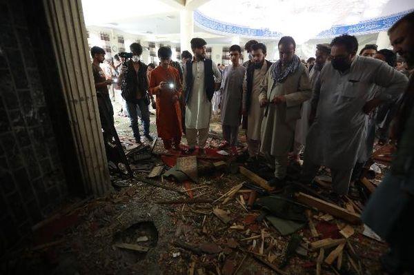 Afghanistan: esplosione in una moschea, almeno 12 morti