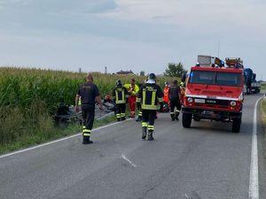 Grave incidente a Castelvetro: auto esce di strada e finisce rovesciata nel canale - Libertà Piacenza