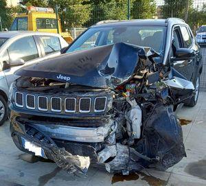 Auto contro un palo a Castel San Giovanni, lievi ferite per una persona - Libertà Piacenza