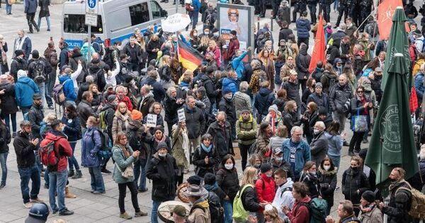 Hunderte Anzeigen nach Demos gegen Corona-Maßnahmen - Baden-Württemberg - Ludwigsburger Kreiszeitung