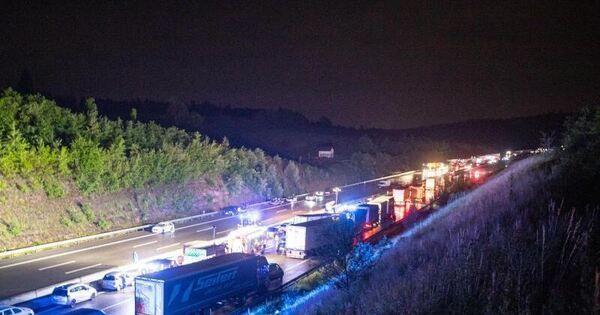 Unwettereinsätze im Südwesten: Autobahn 8 überflutet - Baden-Württemberg - Ludwigsburger Kreiszeitung