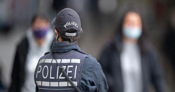 Polizei löst AfD-Gegendemo auf: Aktivist greift Beamte an - Baden-Württemberg - Ludwigsburger Kreiszeitung