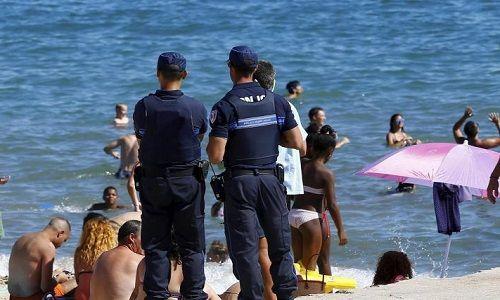 Sondage : Que pensez-vous de l'interdiction du burkini sur certaines plages françaises ?