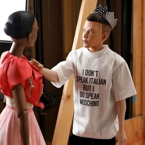 Moschino представиха колекцията си с куклено шоу