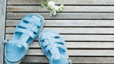 Грозните сандали стават по-грозни. Are you in?