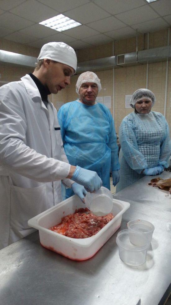 Уральские учёные намерены в два раза ускорить процесс созревания колбасы