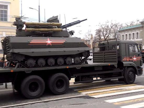 Москвичам показали танки, холодная погода праздника не испортила