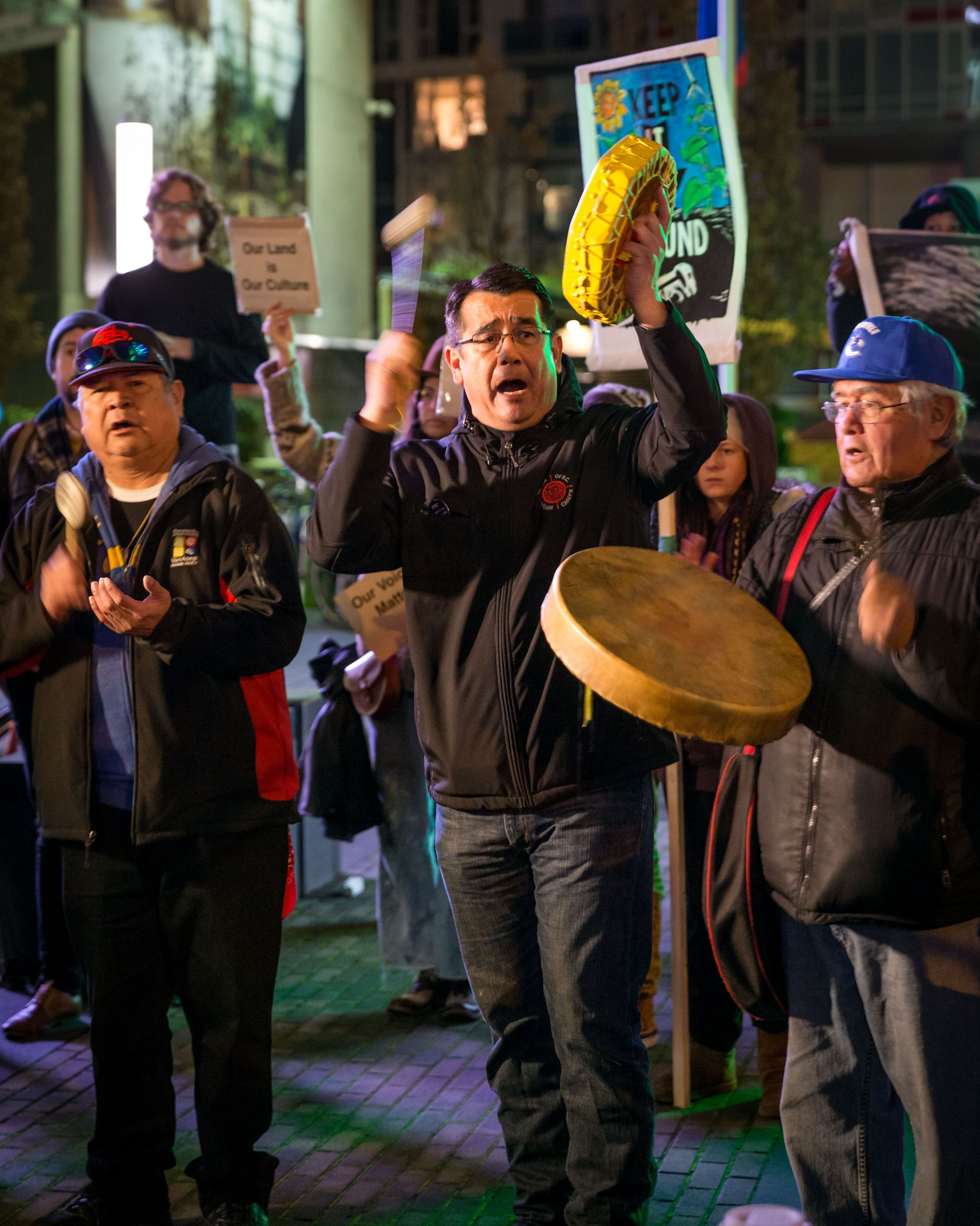 """""""We're going to stand up for our water,"""" says B.C. chief challenging pipeline approval"""