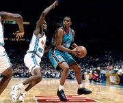 """【黑夜閃電 Penny歸來】 Nike將推出96年全明星賽風格Air Foamposite One """"Black Aurora"""""""