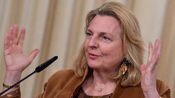 Ex-Außenministerin Kneissl im Untersuchungsausschuss