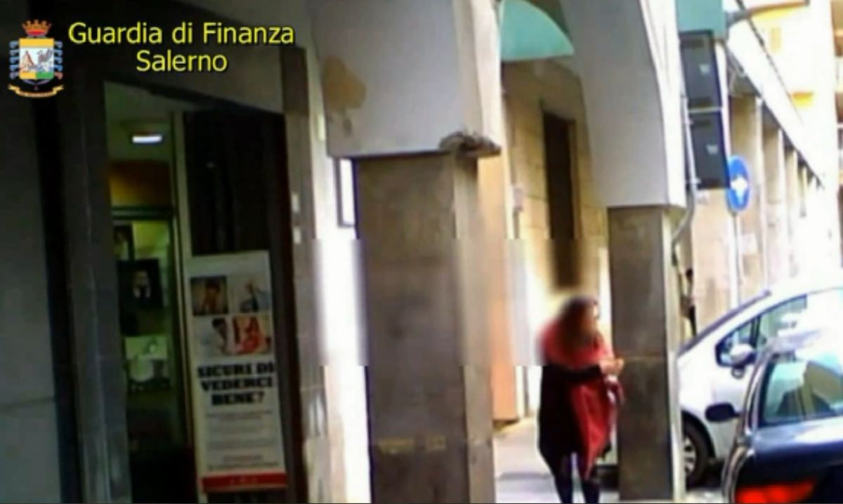 Salerno falsa cieca indagata per truffa chiesti 73mila euro | Notizie