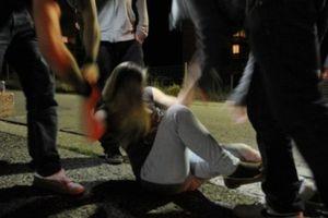 Ragazza di 16 anni stuprata da 30 uomini: era in vacanza con le amiche