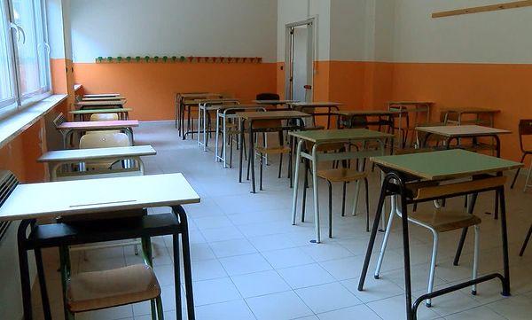 Zona arancione in Campania, cosa potrebbe cambiare nelle scuole della regione