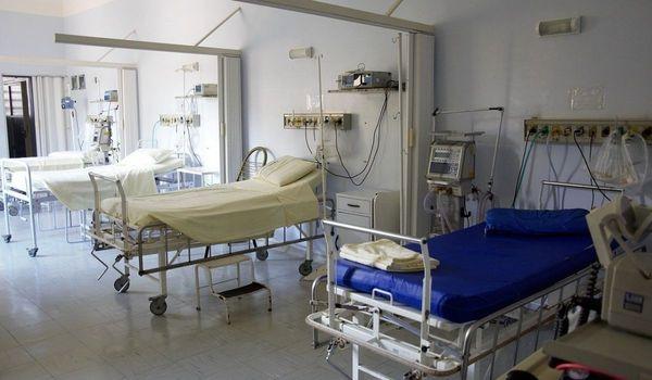Covid, chiuso modulo ospedale della Fiera di Milano tra i festeggiamenti degli infermieri