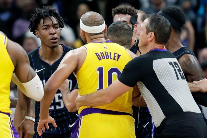"""NBA不存在的""""The Third Man In"""" 規則——從官方規則看湖人VS魔術比賽衝突"""