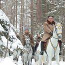 Kim Džong Un na belom konju na vrhu svete planine