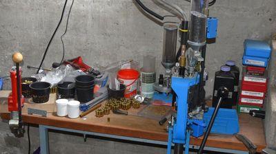 Zaplenjena mašina za punjenje municije i 6.853 metka