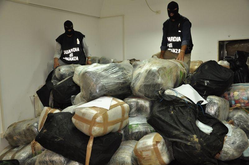 Lecce- Maxi sequestro di 3,8 tonnellate di marijuana per un valore di 30 milioni di euro. 11 arresti. | Pugliapress - Quotidiano online