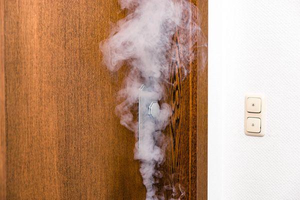 Bettlaken fängt Feuer: Aufmerksamer Hausbewohner verhindert Wohnungsbrand in Pforzheim - Pforzheim - Pforzheimer-Zeitung