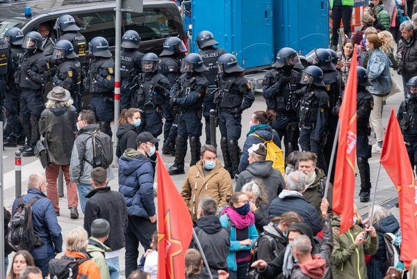 Liveblog zum Coronavirus: Trotz Verbots erneut Protest gegen Corona-Maßnahmen in Stuttgart - Deutschland und Weltweit - Pforzheimer-Zeitung