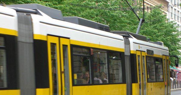 Mindestens zwei Schwerverletzte nach Unfall mit Stadtbahn in Stuttgart - Baden-Württemberg - Pforzheimer-Zeitung