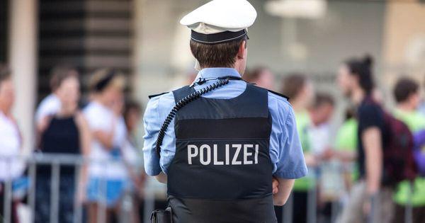 Polizei mitHundertschaft an Einsatzkräften beiAfD-Veranstaltung in Karlsruhe - Baden-Württemberg - Pforzheimer-Zeitung
