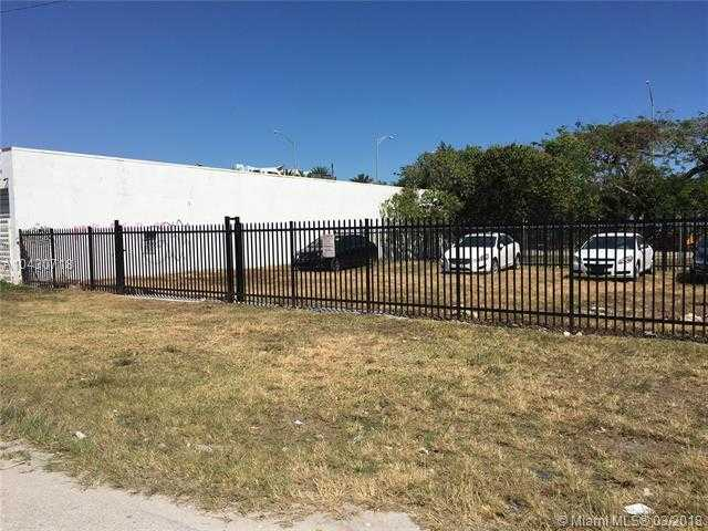 Vacant Commercial Land Zoned D1 In One Of The Hottest Areas In Miami,  The WOW District...