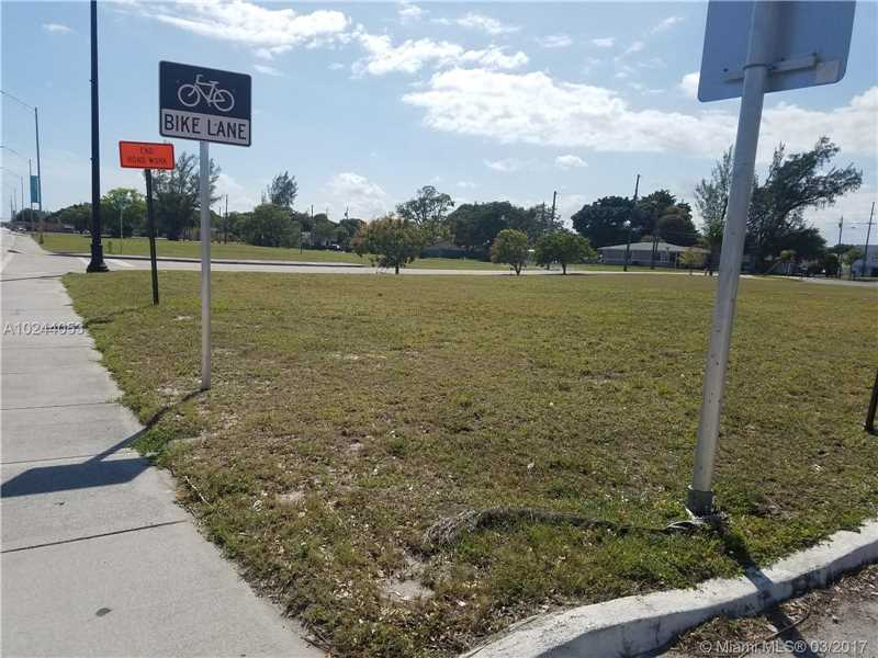 This Is Part Of A 4 Parcel Sale Facing US1 And Is Centrally Located In Deerfield Beach.  Lots 43, 57, 71 SW 2nd Street & 191 S. Dixie Highway